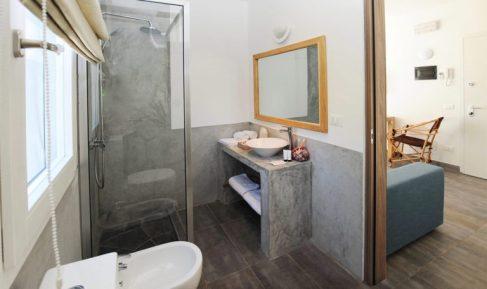 amani-home-mbili-bathroom-1-768x457